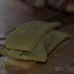 Die Maultaschen sind mit Raclette Kaese belegt
