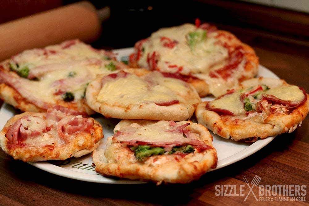 Pizzabrötchen vom Grill