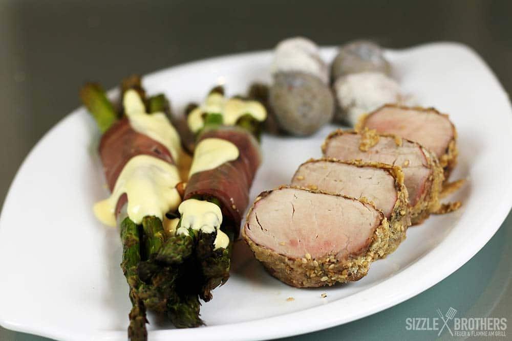 Schweinefilet mit Sesamkruste und gegrilltem Spargel