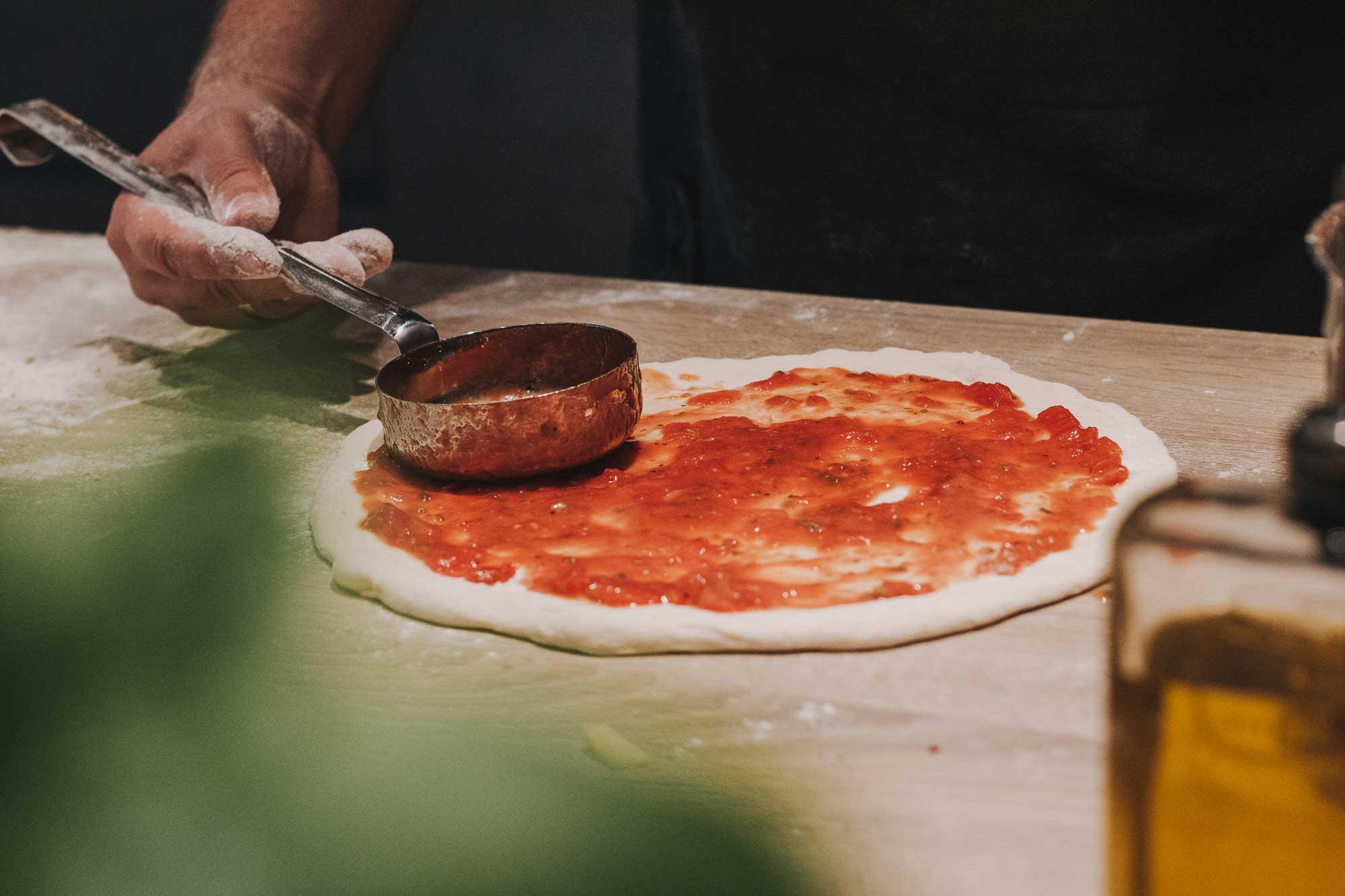 pizzateig_rezept_sauce