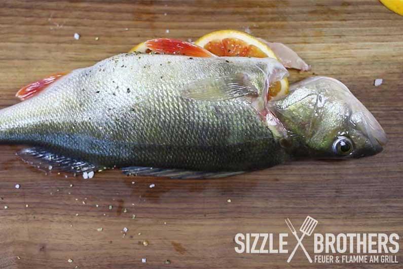 Fisch grillen – Barsch mit Dill-Dip