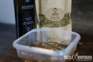 Die Marinade: Frecher Feta Rub und Olivenöl