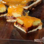 Der Anschnitt des BBQ Toast Hawaii