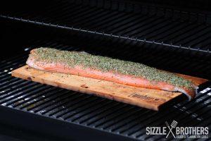 Auf dem Smoker benötigt der Lachs etwa 25 Minuten
