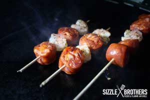 Die Chorizo Garnelen Spieße werden direkt gegrillt