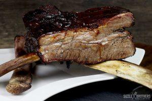 Die fertigen Beef Ribs vom Smoker