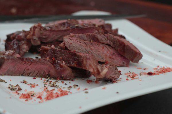So sehen die fertigen Block House Steaks aus