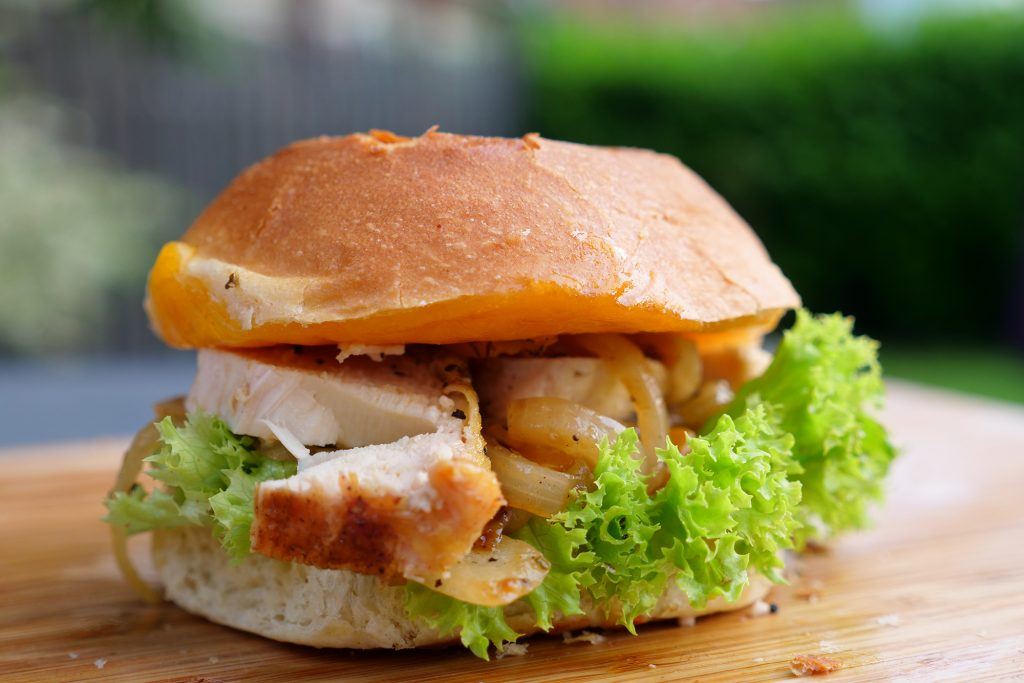 Chickenburger mit Chutney