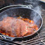 Pulled Pork aus dem Dutch Oven wird 3 Stunden lang geschmort