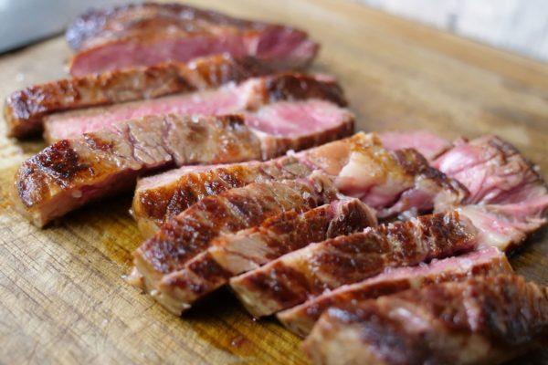 Anschnittbild eines aufgetauten Steaks