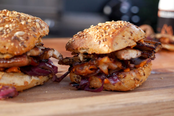 Bauchfleisch Bacon Burger von der Plancha