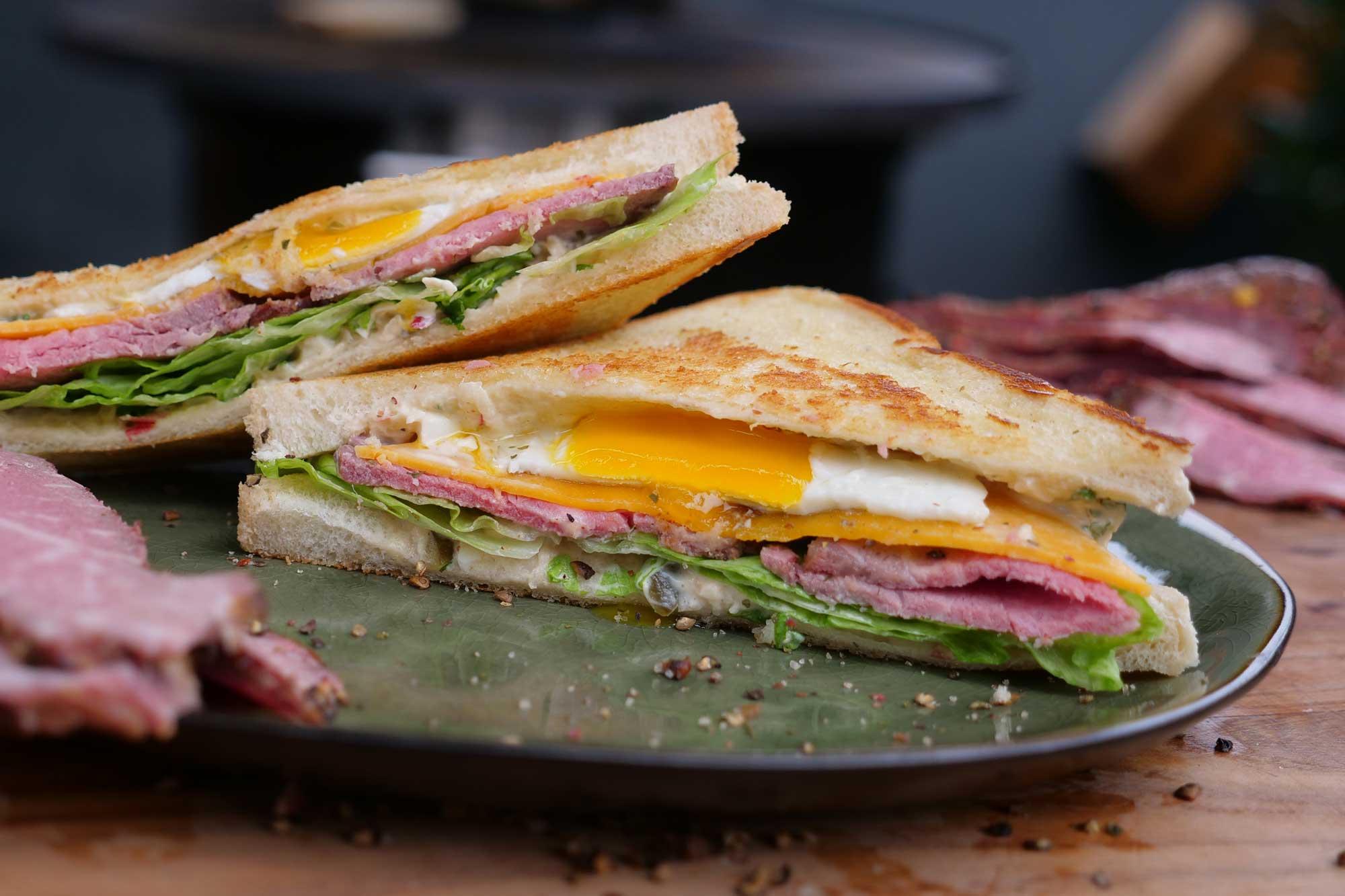 Mayonnaise selber machen - leckeres Roastbeef Sandwich