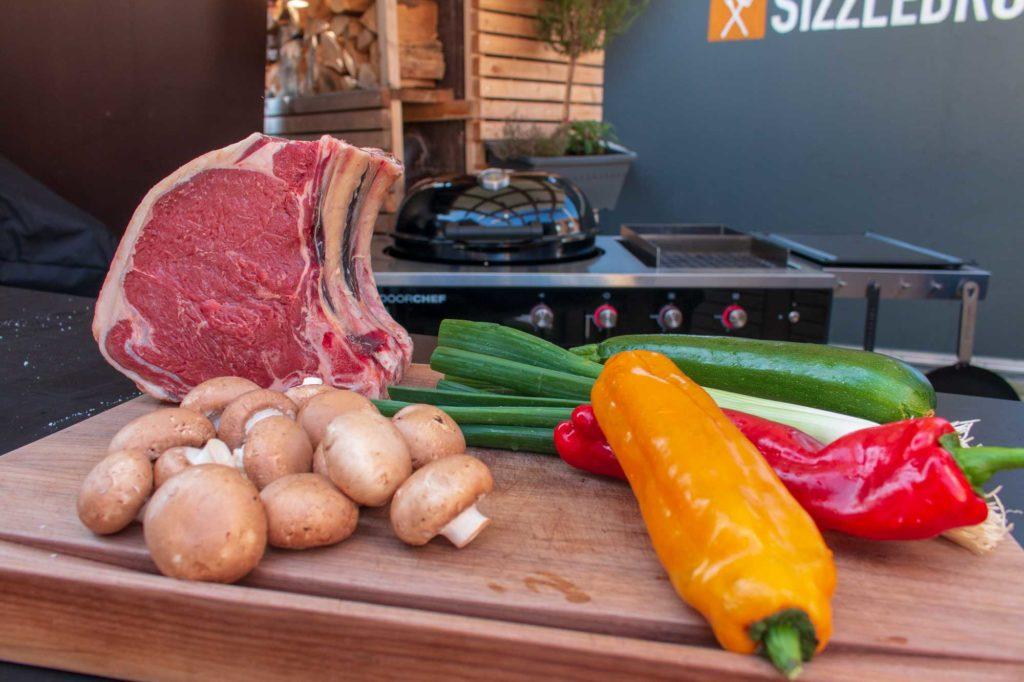 Outdoorchef Lugano 570 G: 4 kg Steak mit Grillgemüse