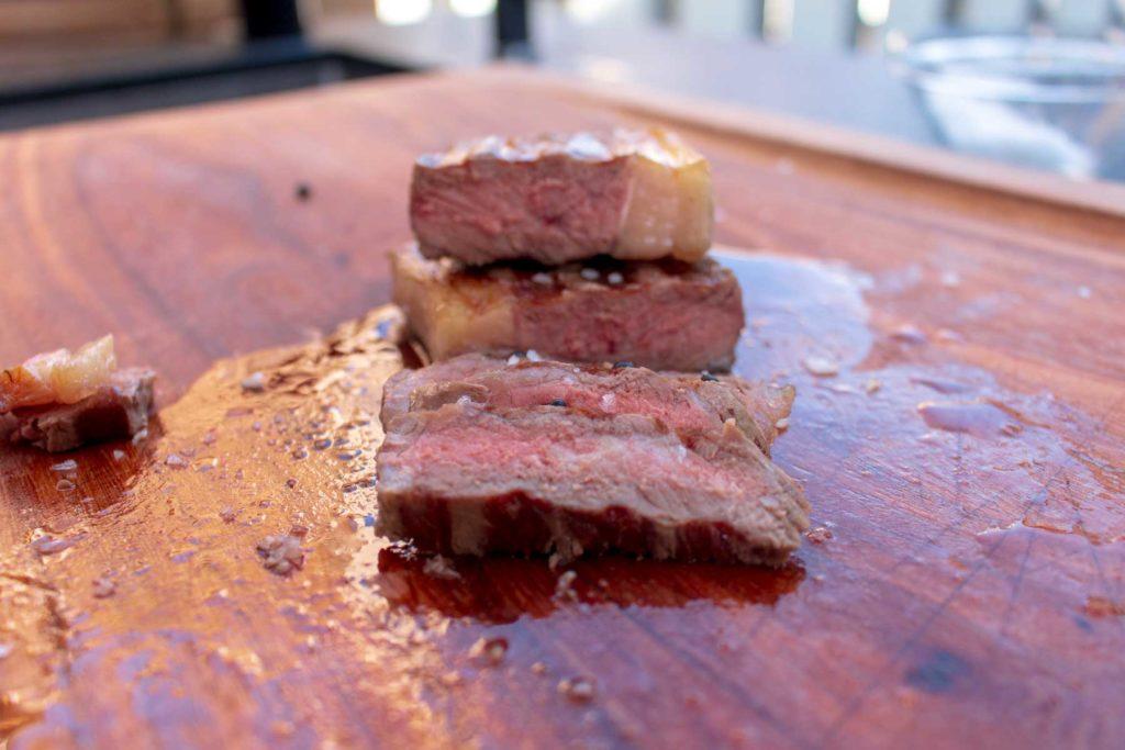Das fertige Steak sieht hervorragend aus