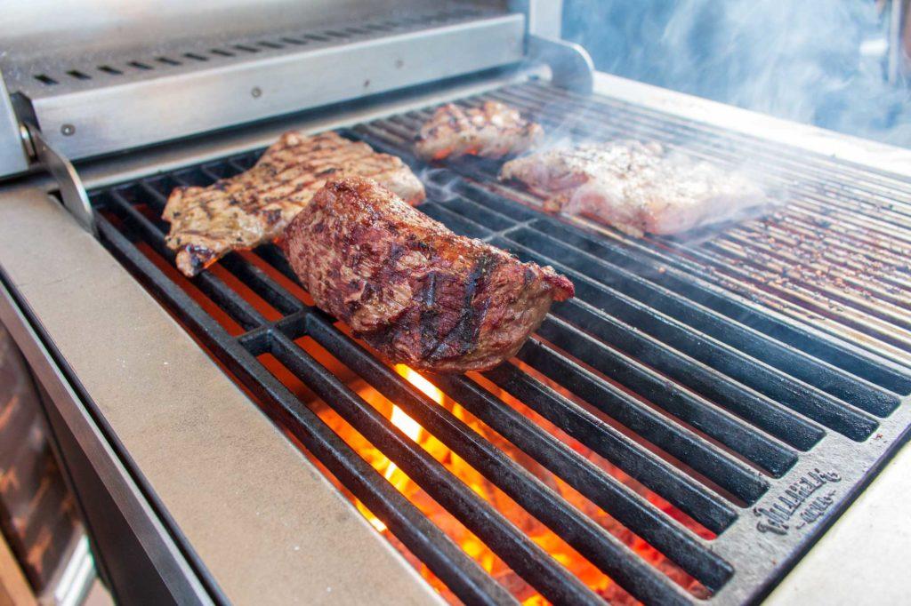 Das Grillen von Bratwurst und Steaks hat bestens geklappt