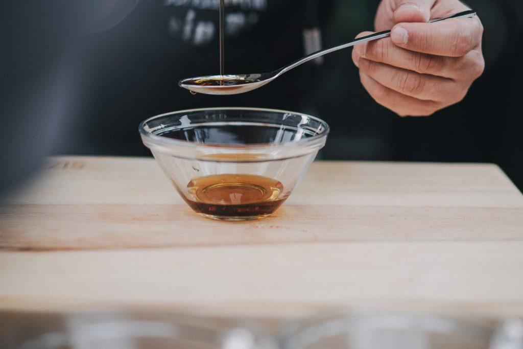 Das flüssige Gold - Der Ahornsirup kommt erst ganz am Ende in die BBQ Sauce