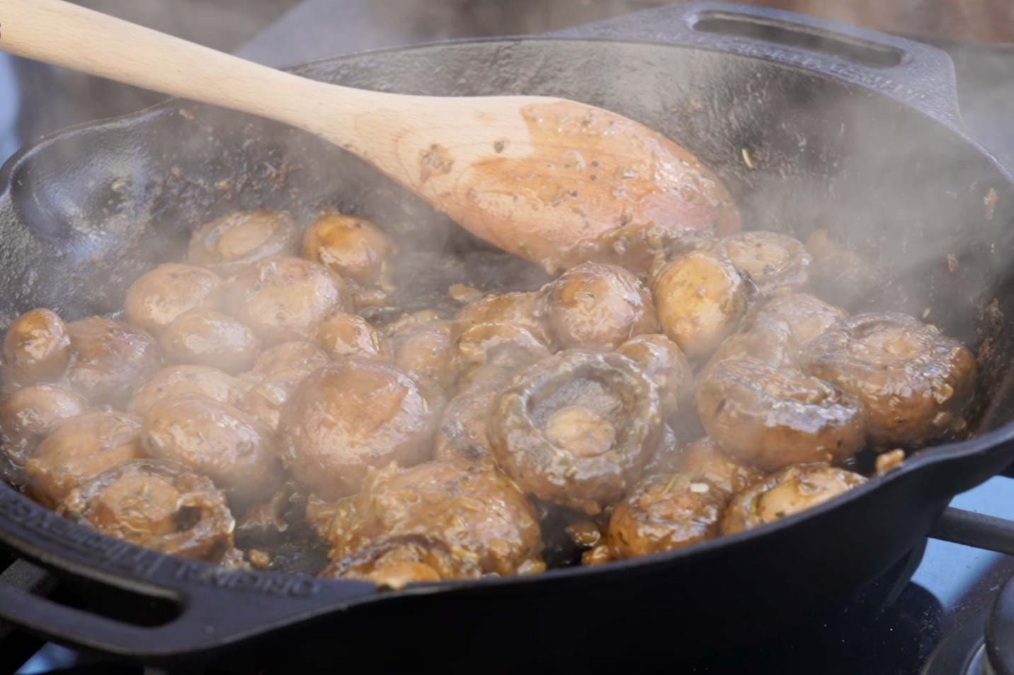 Champignon Pfanne mit Knoblauch Dip