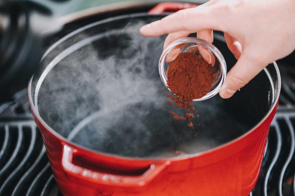 Für die Nutella Mandeln wird auch Kakaopulver mit dazu gegeben