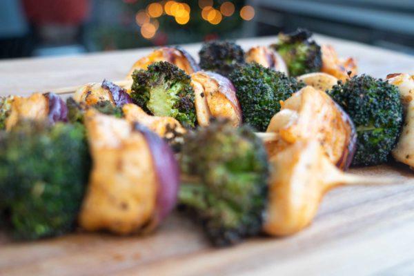 Hähnchenspieße mit Brokkoli
