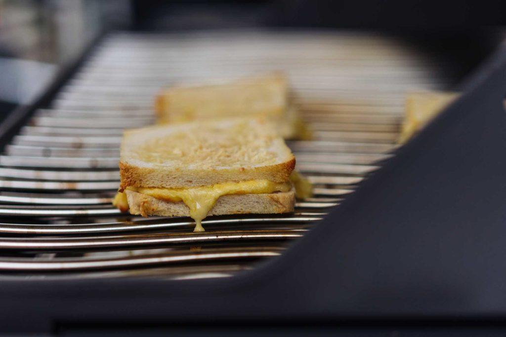 Noch ein wenig brauner dürfen die Croque Monsieur Sandwiches werden