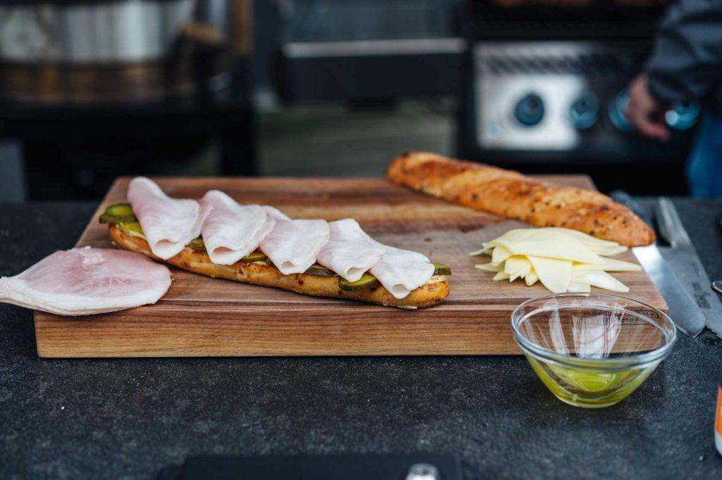 Die Vorbereitungen für das Cuban Sandwich laufen