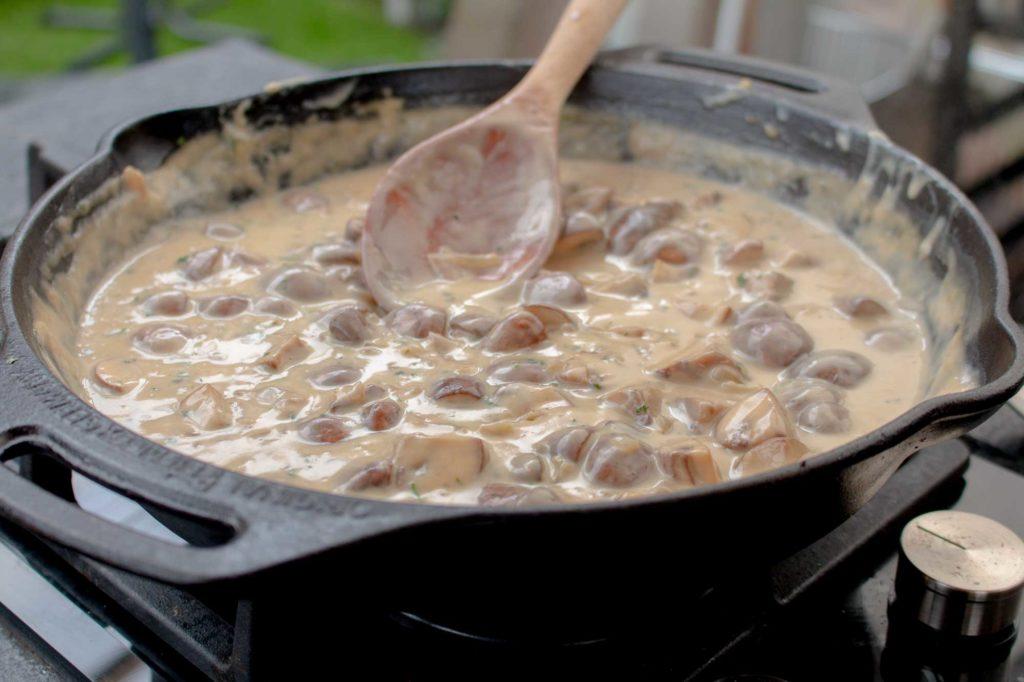 Die Champignon Pfanne kann auch als leckere Champignon Rahmsauce genutzt werden