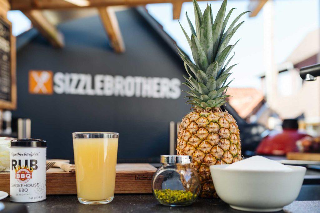 Die Zutaten für die Karamell Ananas