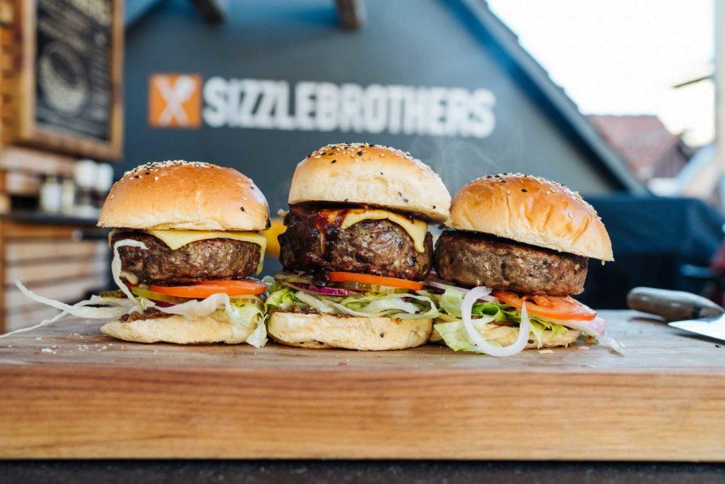 Fertig sind sie: Stuffed Cheeseburger