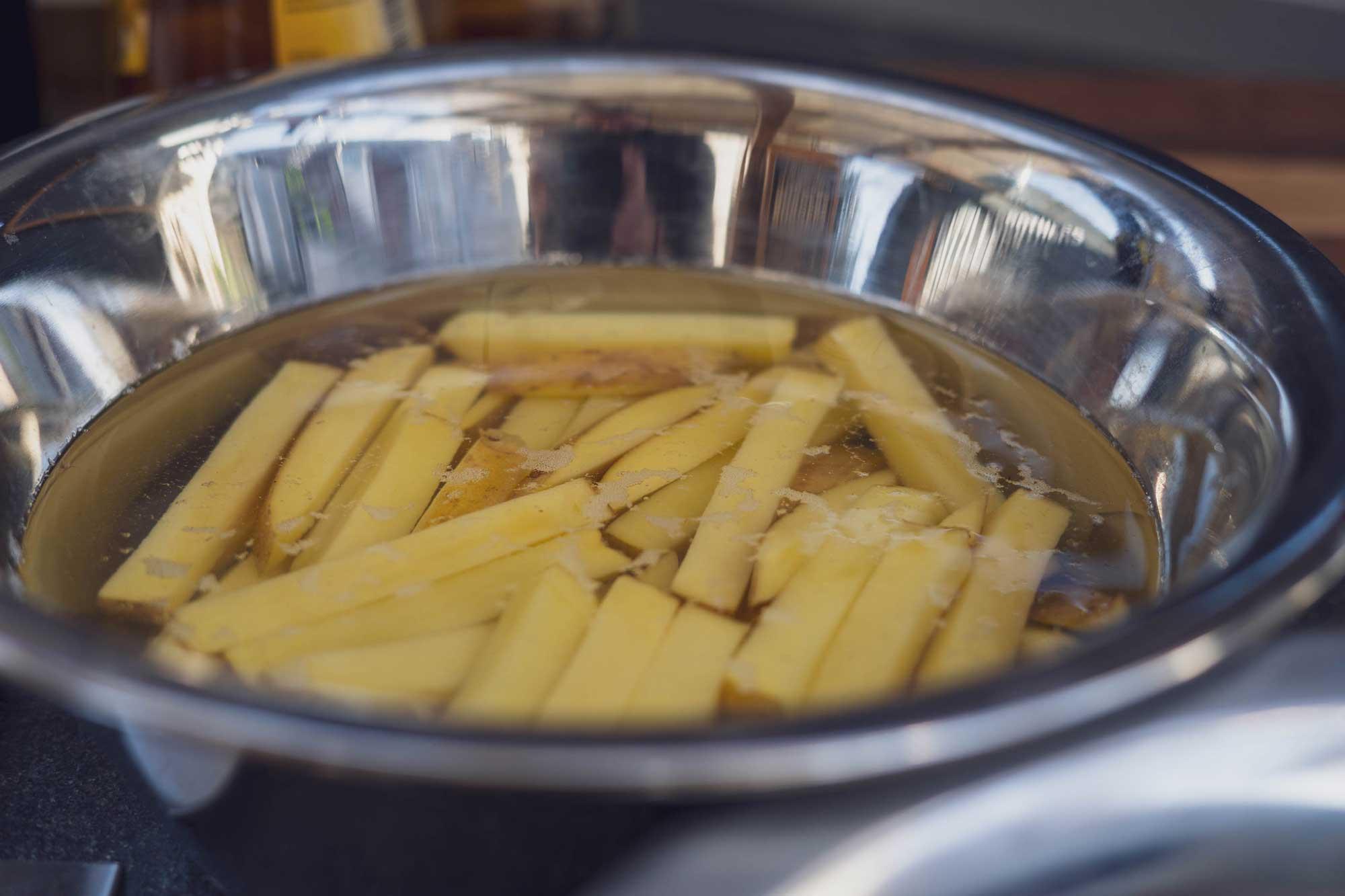 Rohe Kartoffeln wässern