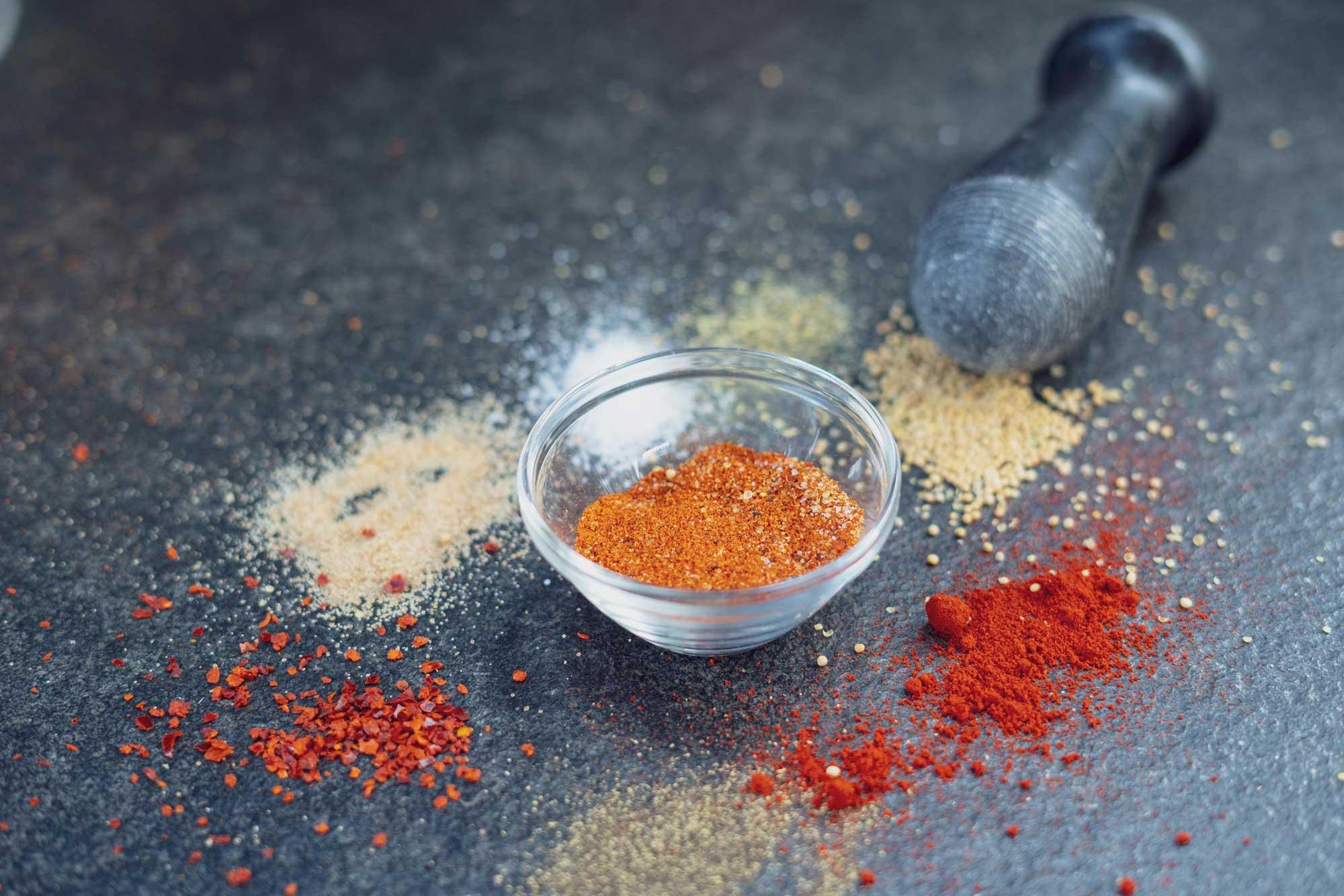 Die Zutaten für den Magic Dust BBQ Rub liegen bereit