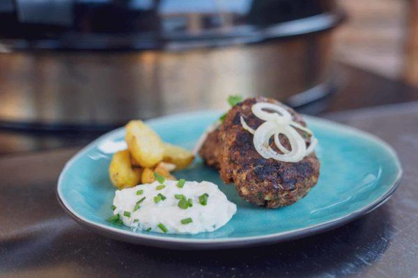 Bifteki Rezept - griechische Frikadellen mit Rosmarin Kartoffeln