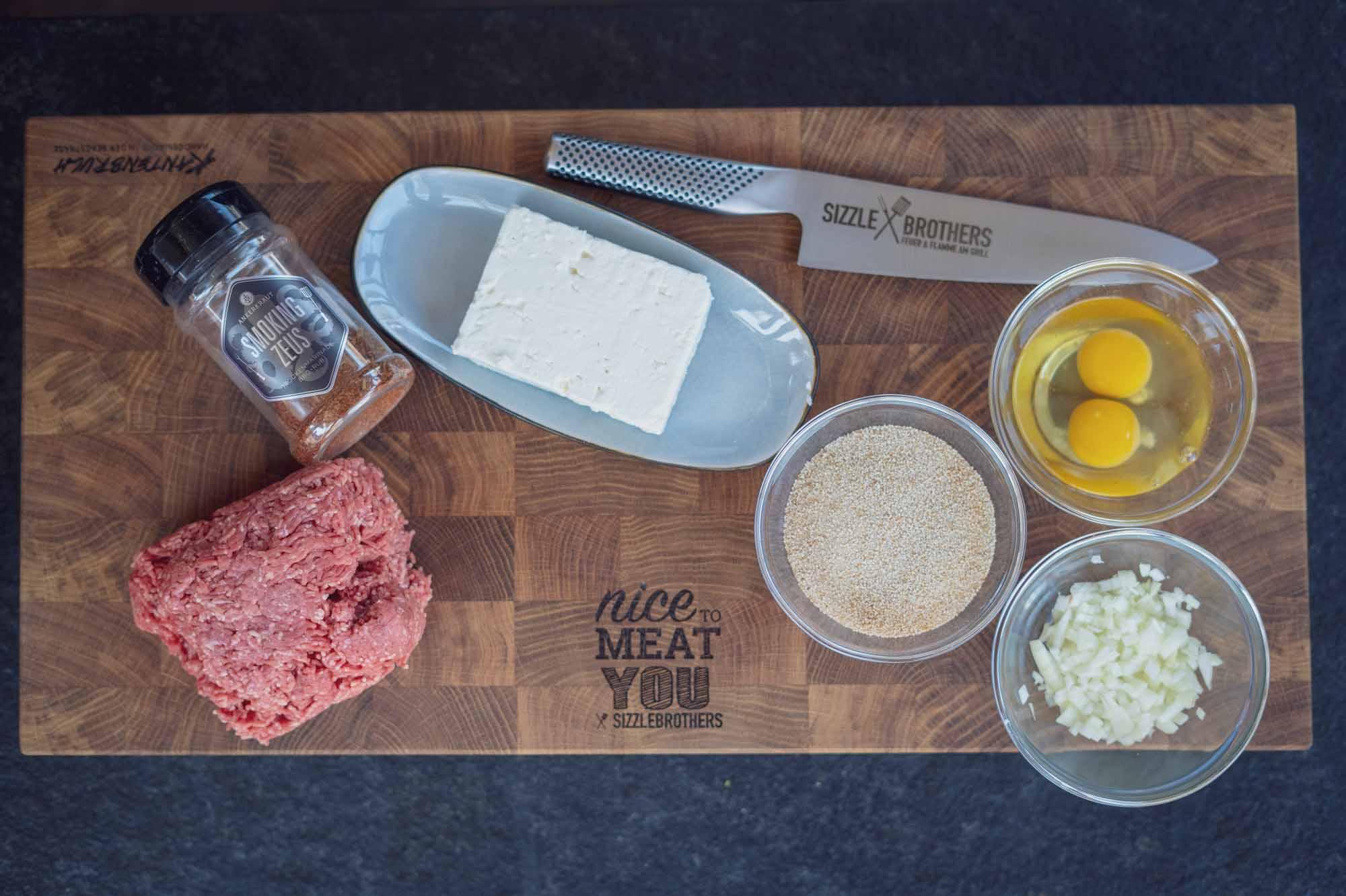 Die Zutaten für die Bifteki im Überblick