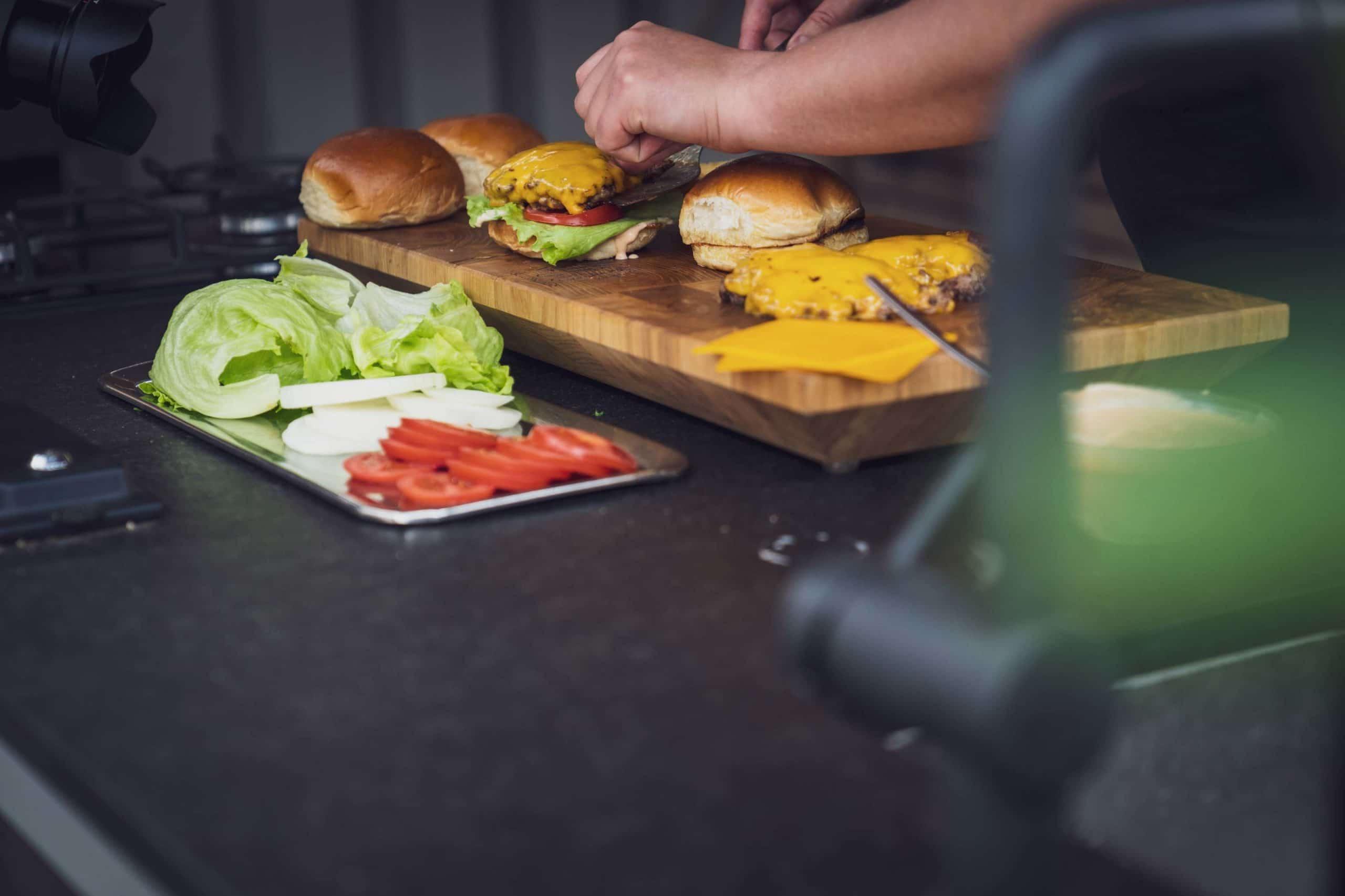 Mit frischen Zutaten wird der In-N-Out Burger ein Hit